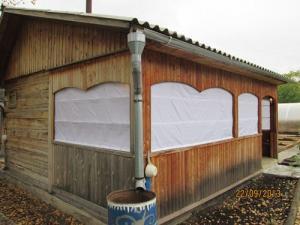 Тентовые завесы на террасе бани вид снаружи