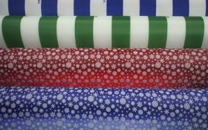 На фото показаны ткани с сочетанием разных цветов и рисунков