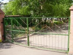 Ворота решетчатые с дверью в одной из створок
