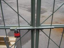 Ворота решетчатые. Фиксация створок на замок
