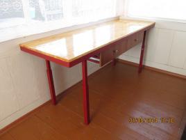 Стол в поднятом положении размером 600*700*1800 мм.