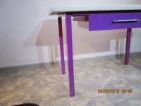 Показана конструкция стола