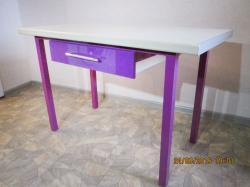 Кухонный  стол из стального каркаса с выдвижным ящиком