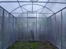 Конструкция теплицы усиленна фермами