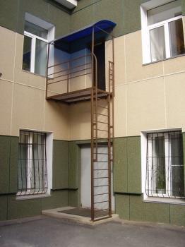 Навес 2.1м.*1.5м. из сотового поликарбоната пожарная лестница