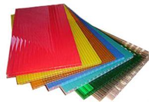 На картинке показаны образцы сотового поликарбоната
